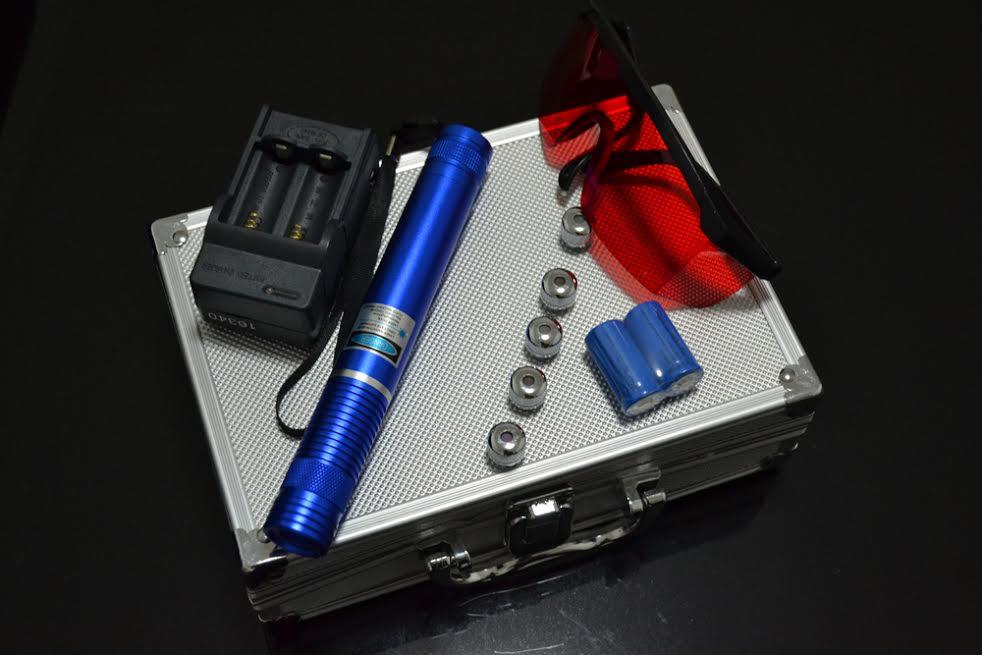 ALLIGATOR II 450nm 1500mW modrý laser so zaostrovaním – komplet